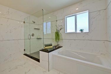 Redding Master Bathroom Tub